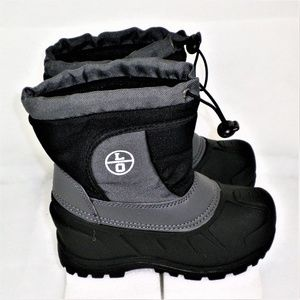 Kids black and grey snow boots Great condition
